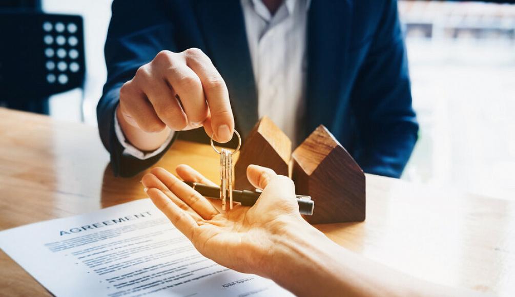 Эксперт АЮР рассказала, безопасно ли покупать недвижимость у алкоголиков и наркоманов